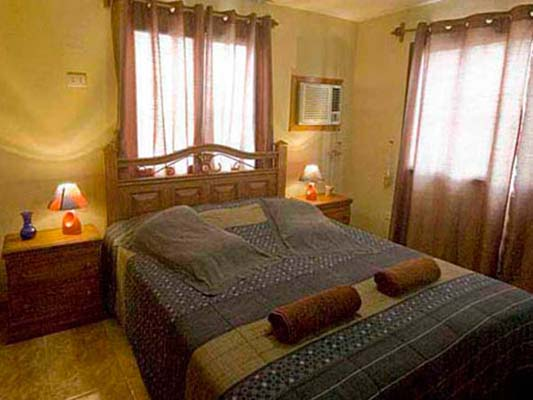 Beny - Second bedroom with private bathroom and queen bed