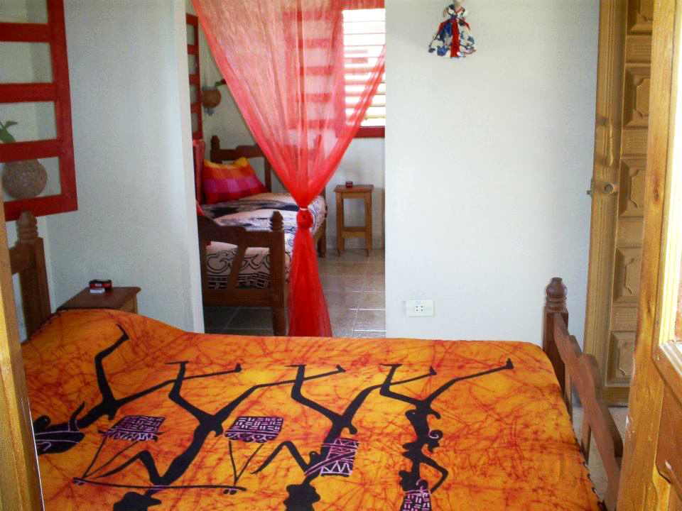 El Tulipan  - Bedroom with queen bed and a single bed at the end