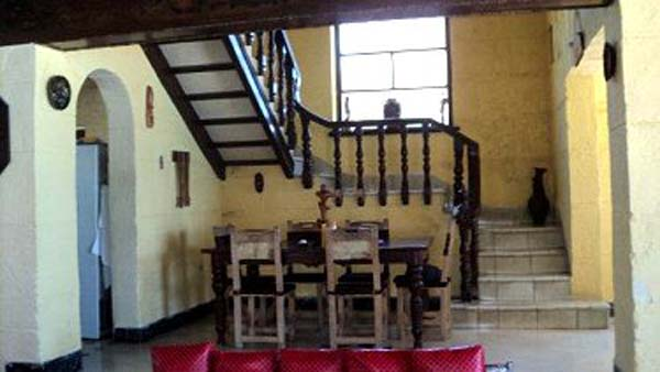 Garcia - Dinning room and stairs to the second floor