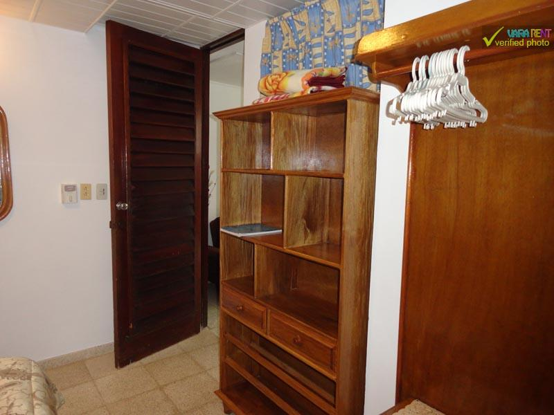 Roberto & Martha - Closet and shelve