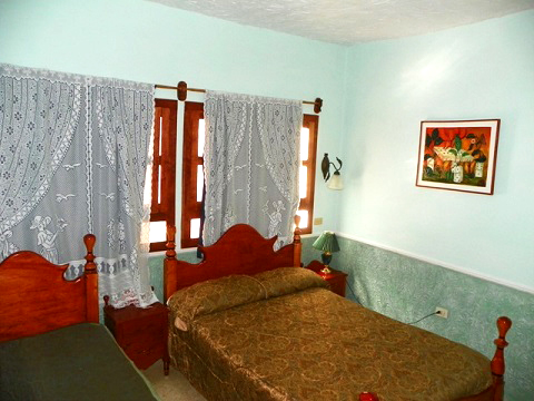 Roca Verde - Second bedroom with two queen beds